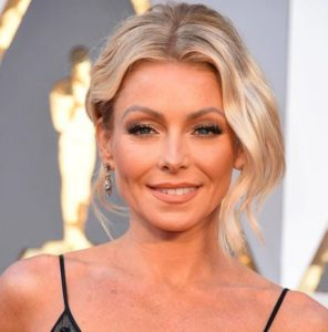 Kelly Ripa wearing Fred Leighton earrings at the Oscars
